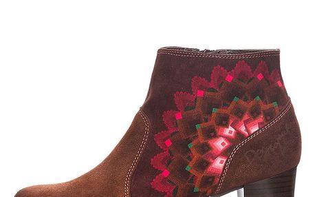 Dámské hnědé kotníkové boty s barevnými detaily Desigual