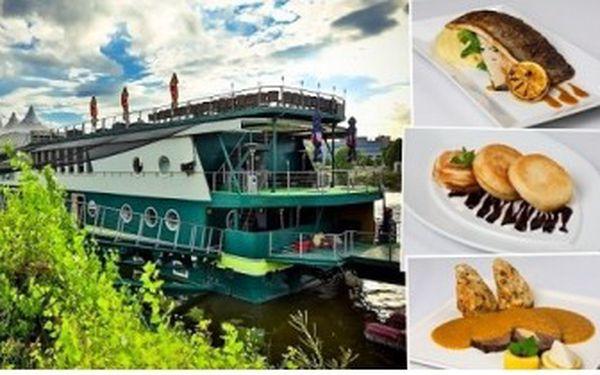 3chodové menu pro 2 osoby na lodi GreenYacht. Špičková certifikovaná restaurace Czech Specials.