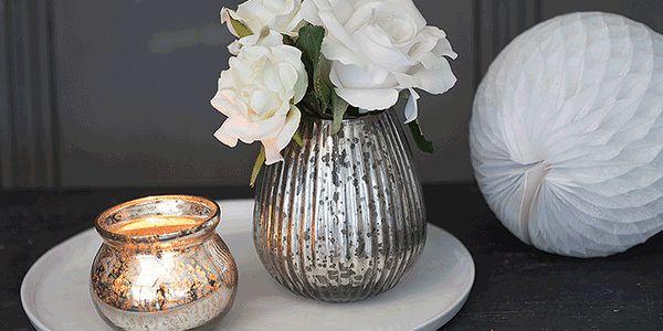 Sada svícnu a vázy s umělou květinou Rose