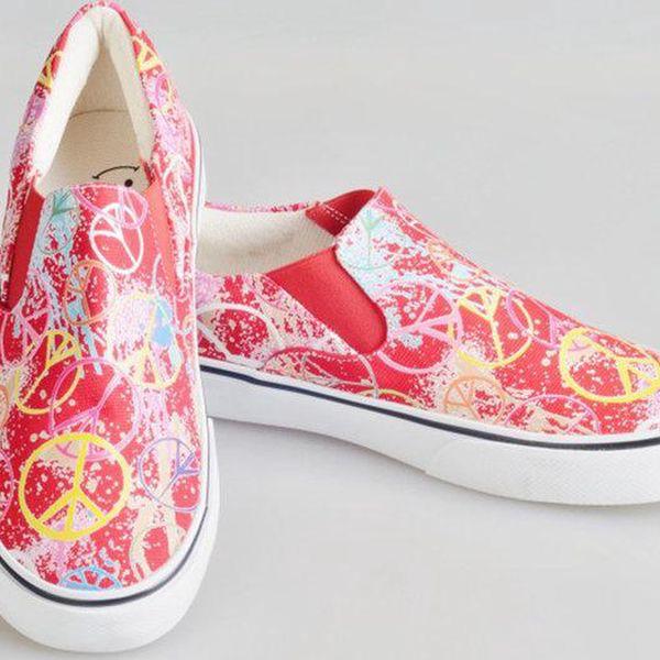 Dámské červené boty se znaky míru The Bees
