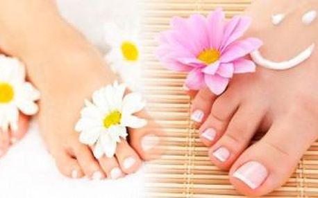 Královská MOKRÁ PEDIKÚRA s masáží plosek a lýtek a P-shine. 70minutový relax připraví nožky na jaro.