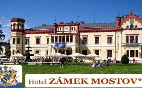 Jarní HOTEL ZÁMEK MOSTOV víkendový 3 dny se 2mi večeřemi pro 2, bazénem a 8 wellness procedurami