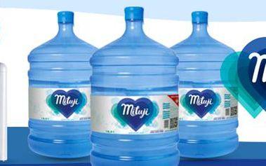 Výdejník vody: se třemi barely pramenité vody Miluji.
