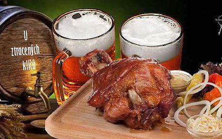 Šťavnaté pečené koleno 900 g na černém pivě a patero koření podávané s hořčicí, křenem a chlebem a zelný salát. Opravdu fantastický požitek v restauraci U Ztracených klíčů na Vyšehradě!