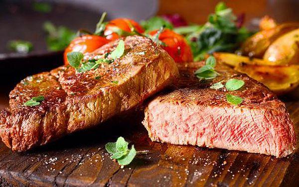 Steakové prkno s 640 g šťavnatého masa a přílohami
