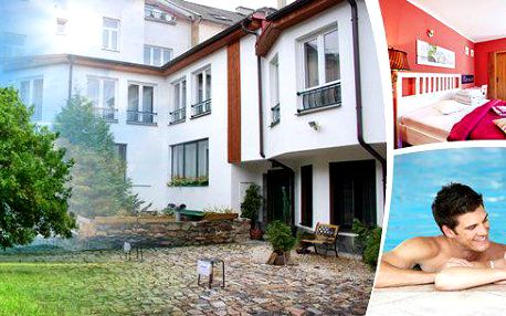Květnové prodloužené víkendy v Hotelu Clochard*** pro 2 osoby na 4 dny poblíž Kamencového jezera na úpatí Krušných hor. Slavnostní oběd a večeře, láhev vína a vstupy do zooparku a aquaparku!