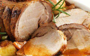 Menu pro 4-6 osob: 2 kila pečené vepřové krkovice s přílohou