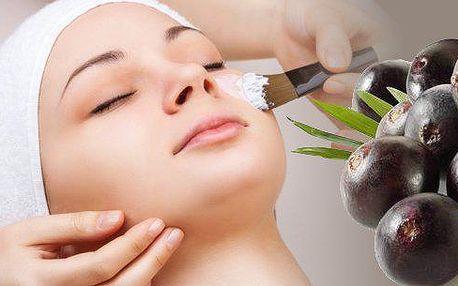 Nechte se hýčkat a zároveň pomozte své pleti k prozáření a vyživení acaiovou maskou a oční vyživující maskou ze zeleného čaje, vyčištění ultrazvukovou špachtlí a vyhlazení galvanickou žehličkou.