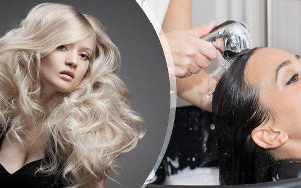 Luxusní kadeřnický balíček - melír, barvení či botox do vlasů, regenerační zábal, profesionální sestřih, foukaná, styling a poradenství! Platí na všechny délky vlasů!!! Získejte trendy vzhled přímo v centru Ostravy!!!