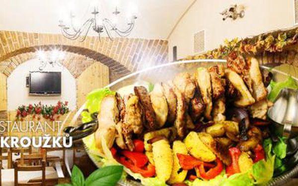 Kord plný 1,5 kg masa, flambovaný před Vámi! Kuřecí, vepřové i hovězí maso z jihoamerického býčka, v Praze!