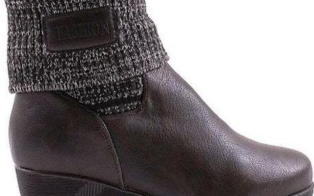 Kotníkové boty s pleteninou na nízkém klínku