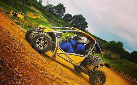 Jízda v Bugyně nebo 8 kol na autocrossové dráze.
