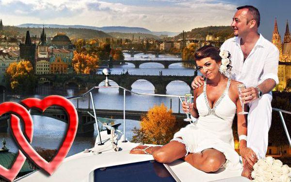 Romantická plavba lodí po Vltavě pro 2-4 osoby
