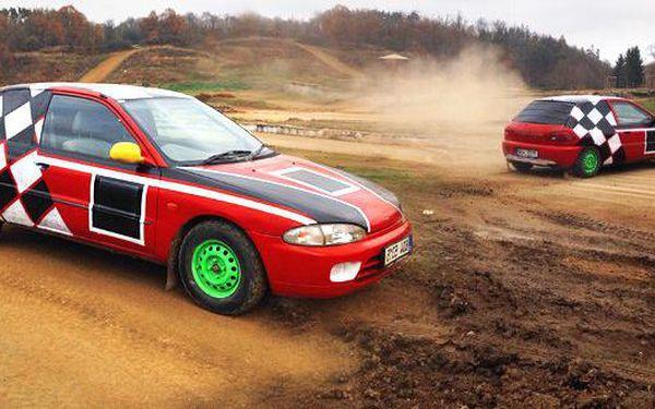 8 kol v Mitsubishi Colt na profesionální autocrossové trati v Sedlčanské Kotlině