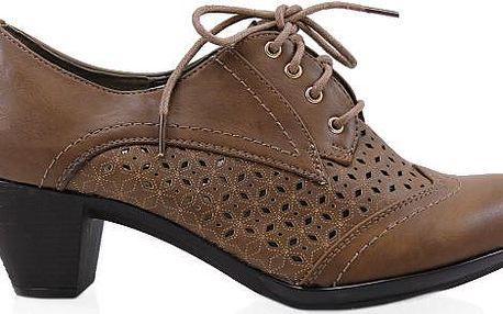 Dírkovaná kotníková obuv na období jara či léta