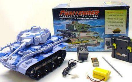 Vychytaný RC model tank - obojživelník