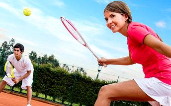 2 hodiny tenisu na venkovním kurtu