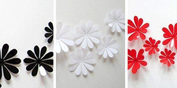 Dekorační, nástěnné 3D samolepky na zeď ve tvaru květin.