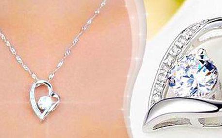 Krásný šperk ve tvaru srdce s kamínky. Elegantní doplněk s poštovným v ceně.