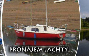 Pronájem jachty s možností přespání. Udělejte si originální výlet v krásném prostředí Orlické přehrady! Nevšední zážitek pro 4 osoby