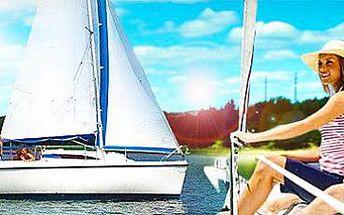 Pronájem plachetnice na Orlické přehradě: Nevšední zážitek až pro 4 osoby!