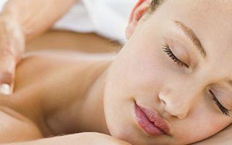 60minutová uvolňující masáž s akupresurou: perfektní proti strnulosti zad a šíje.