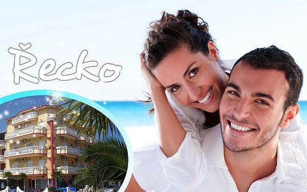Až 10denní dovolená v ŘECKU! Pobyt v 3* hotelu u pláže na Olympské riviéře vč. snídaní a služeb průvodce! Děti do 6 let ZDARMA!