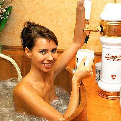 Privátní aquazóna s vířivkou nebo pivní lázeň s konzumací piva pro 2 v Olomouci