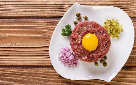 300 g hovězího tataráku s 10 topinkami v restauraci Sangria v Ostravě