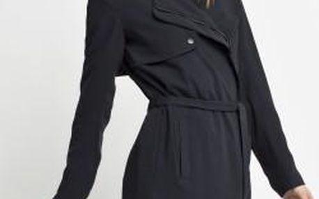 Lehký kabát z kolekce Only zhotovený z hladké látky