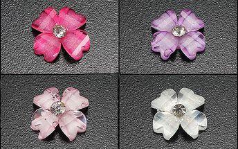 Ozdobné třpytivé kamínky ve tvaru kytiček - 30 kusů, na výběr ze šesti barev