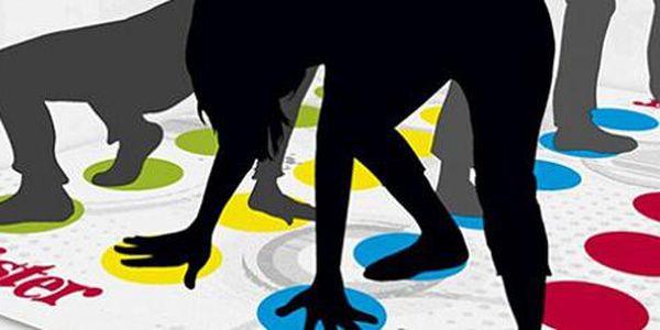 Hra Twister: zábava pro celou rodinu i na párty! Až pro 4 hráče.