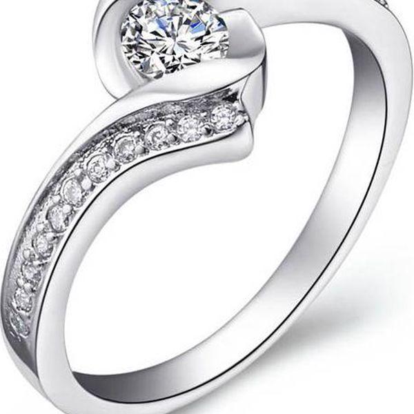 Prstýnek s elegantním designem - stříbrná barva