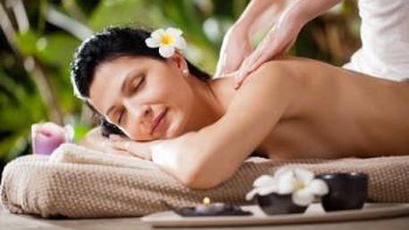 Perla mezi masážemi - havajská masáž LOMI – LOMI. Speciální tahy rukou a vůně olejů vás uvolní.