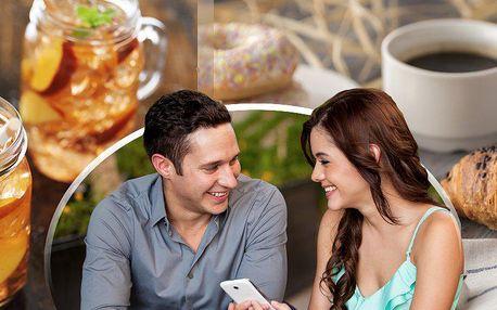 Ledový čaj a sladké pečivo dle denní nabídky v kavárně TakeYourTime Cafe v centru Prahy.