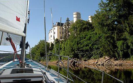 Pronájem plachetnice na Orlické přehradě pro 4 až 6 osob na 23 nebo 47 hodin