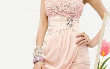 Růžové společenské šaty s nabíraným dekoltem