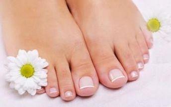 Suchá PEDIKÚRA a SPA procedura nohou včetně peelingu a jemné masáže. Nechte se hýčkat.
