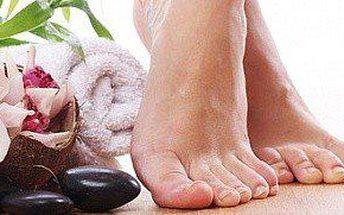 Pedikúra mokrá, masáž a lakování
