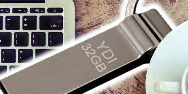 USB flash disk 32 GB - dost prostoru pro vaše dokumenty s praktickou klíčenkou!