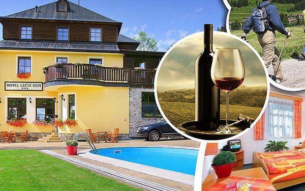 3denní pobyt v 3* hotelu Luční dům. Polopenze, lahev vína, káva a moučník, neomezeně vyhřívaný bazén