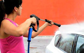 Ruční mytí vozidla s tepováním a čištěním interiéru se slevou 60 %