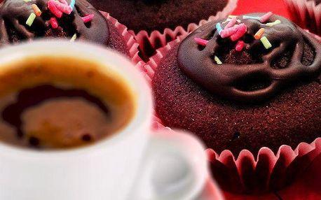 Řecká káva a čokoládový mini-muffin v čajovně Pythagoras v Praze