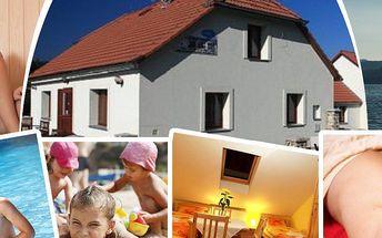 Relaxace pro dva na 3 nebo 4 dny v apartmánech Hecht přímo u Lipna! Finská sauna a vyhřívaný bazén!