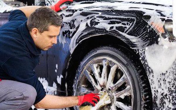 Precizní mytí auta včetně interiéru