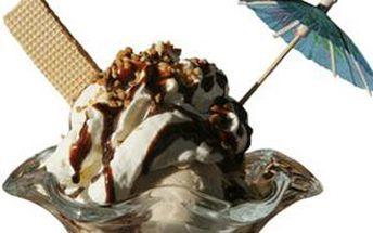 DVĚ osvěžující ledová cappuccina nebo řecké frappé či espressa a DVA zmrzlinové poháry.