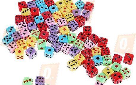 Sada 50 kusů barevných hracích kostek