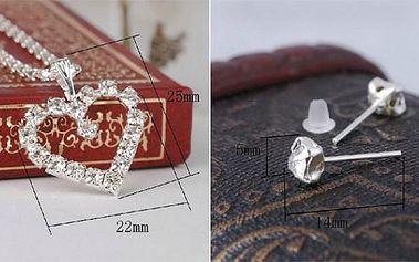 Elegantní přívěšek ve tvaru srdíčka s kamínky ve stříbrné barvě s řetízkem o délce 45 cm!