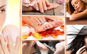 Beauty den! 6hodinový balíček s kosmetikou, manikúrou, pedikúrou, masážemi i službami kadeřníka.