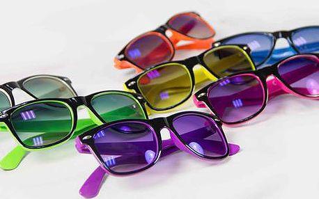 Dvoje barevné nedioptrické nebo sluneční brýle